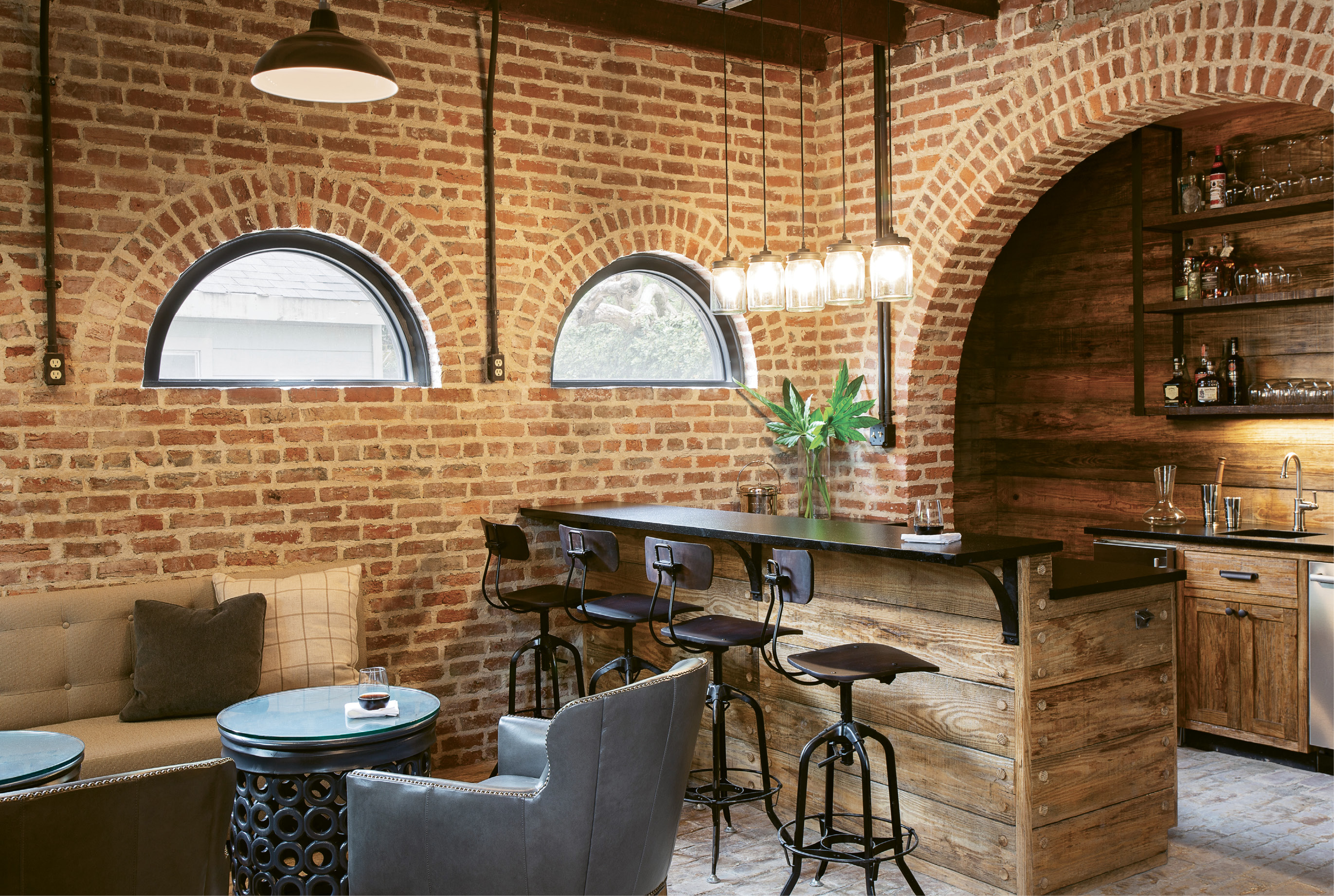 Arches and circles dominate the ground floor of the structure thanks to curved doorways for carriages and the stables, plus demi-lunette windows.