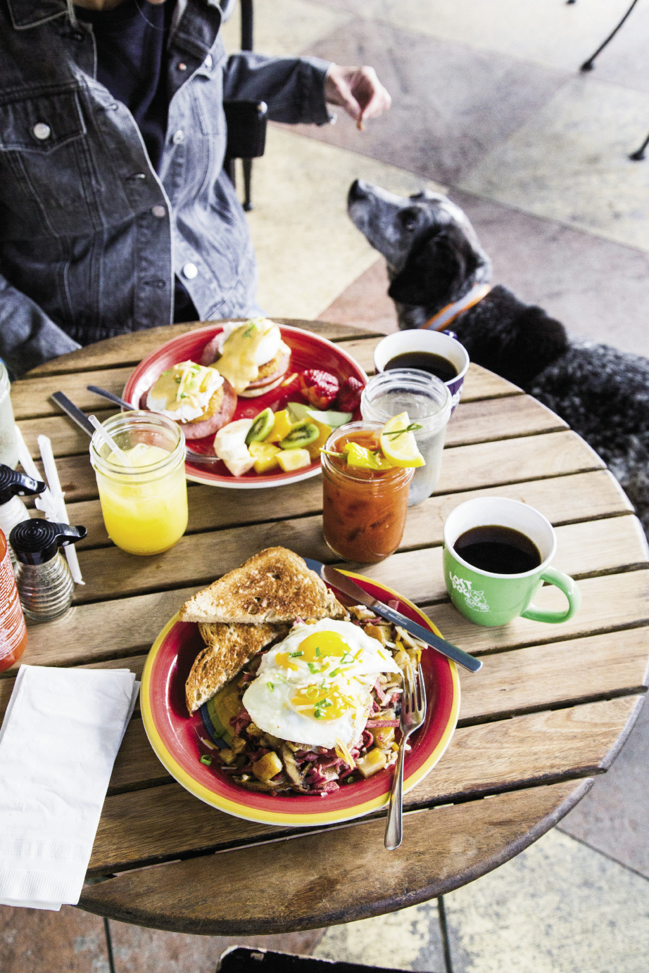 """Favorite brunch picks at Lost Dog Cafe—a pooch-friendly spot (at outdoor tables only)—are corned-beef hash and eggs and the eggs Benedict. Don't forget the """"licker"""" drinks, house-made Bloody Marys and Mason Jar Mimosas."""