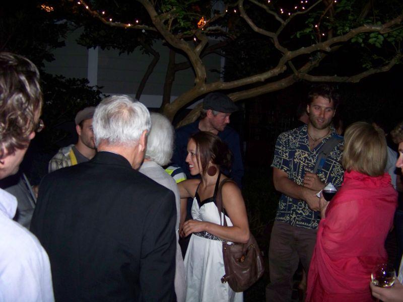 Traces star Valérie Benoît-Charbonneau meets guests.