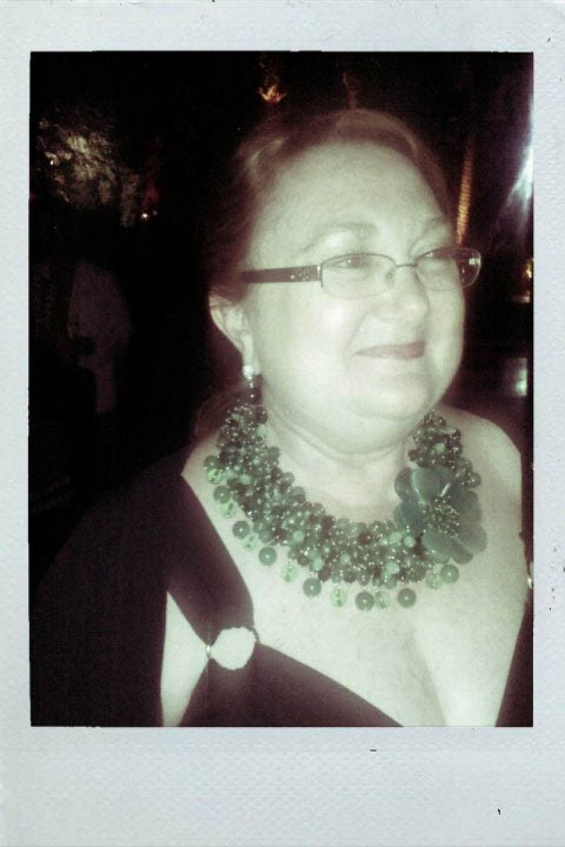 Event Decorator, Dennis Barto wears a glam oversized chunky choker! In line with the events color theme!