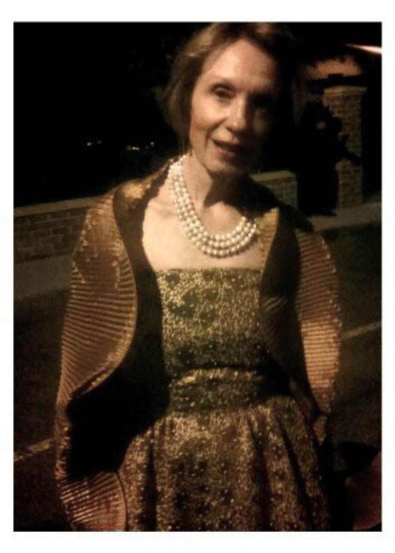 Bev Seinsheimer looking stunning in a Mary Porter design.
