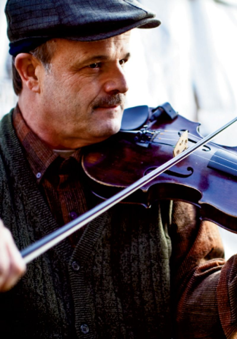 NO STRINGS ATTACHED: Local bluegrass favorites Common Ground played before supper at the stables.