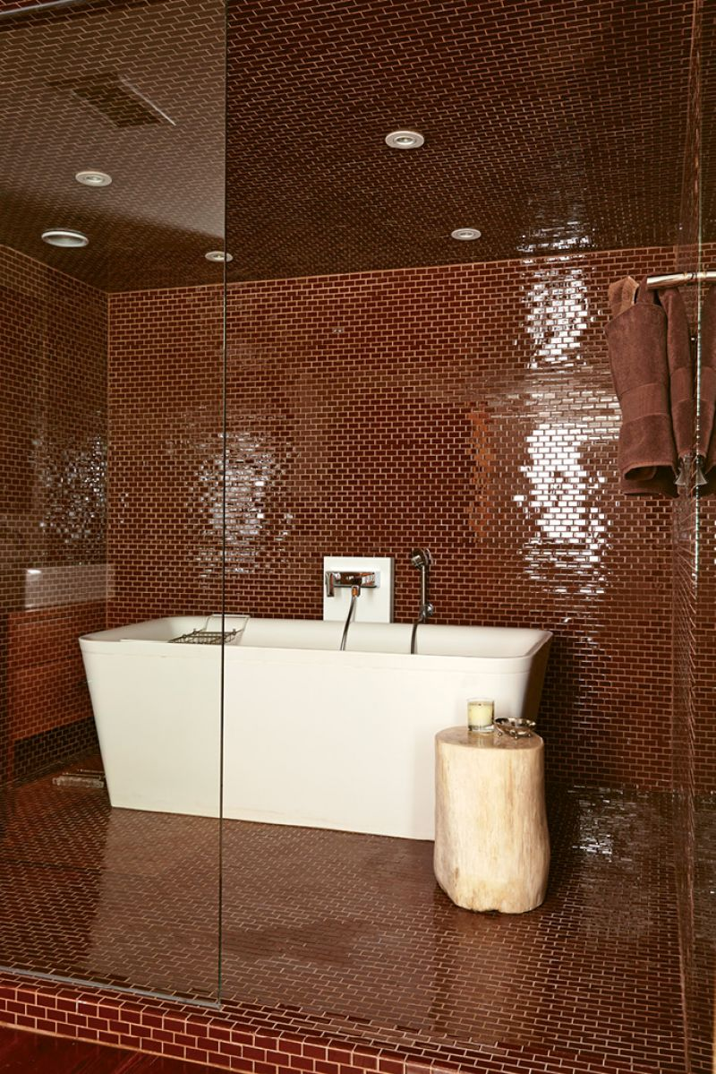 GLITTERING TRIBUTE: Designer de Givenchy chose the jewel-like glass subway tile in this bath to mimic the brick that's found throughout the historic district.