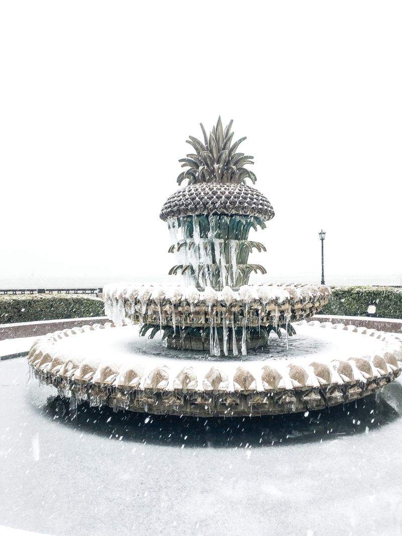 <strong>Waterfront Park: </strong>Pineapple Fountain slushees, anyone? <em>Photograph by Molly Wickham</em>